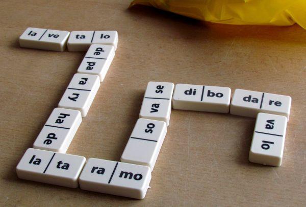 Slabiky v dominu - rozehraná hra