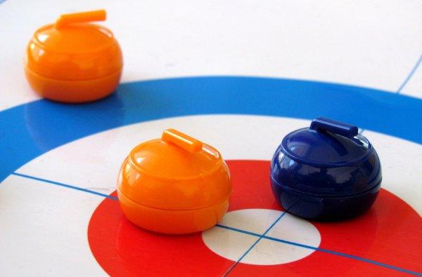 Stolní curling - rozehraná hra