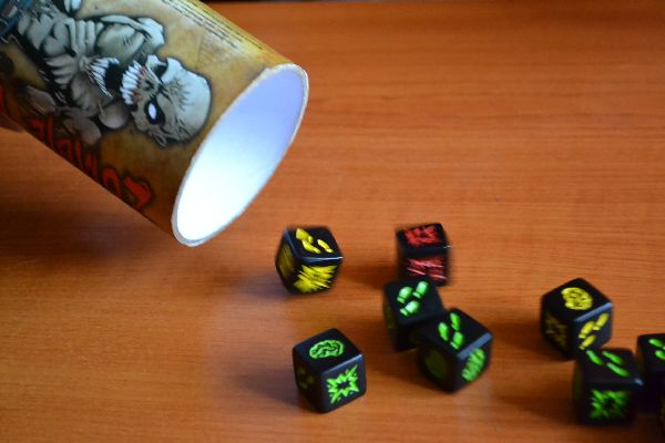 Review Zombie Dice We Are Hungry Zombies Deskovehry