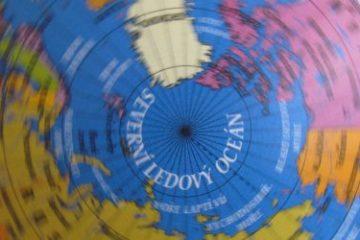 Recenze: Politický kvíz s Globusem skrývá řadu tajemství