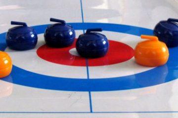 Recenze: Stolní curling - bez ledu a těžkých kamenů